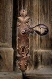 tätt dörrhandtag som skjutas upp arkivfoton