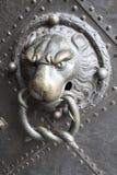 tätt dörrhandtag som skjutas upp royaltyfria bilder