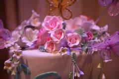 tätt färgrikt övre bröllop för cake royaltyfri fotografi