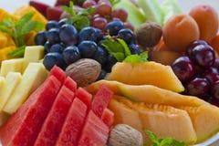 tätt fruktuppläggningsfat upp Fotografering för Bildbyråer