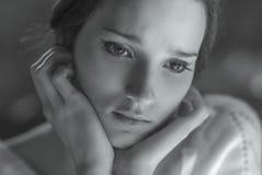 tätt le upp kvinna Arkivfoto
