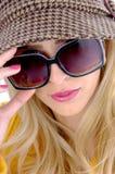 tätt model solglasögonsiktsslitage Royaltyfria Bilder