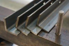 Tätt upp att stryka L profiler, metallL-profil stång royaltyfria foton
