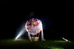 Täuschungsballon, der auf dem Gebiet steht Stockbilder