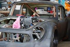Tävlings- bil i behov av mekaniskt arbete & målarfärgjobbet. arkivfoton