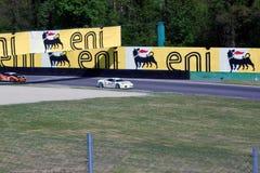 Tävlings- bil i samla av Monza Arkivbilder
