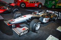 Tävlings- bil McLaren-Mercedes MP4-13, 1998 för formel en Royaltyfri Foto