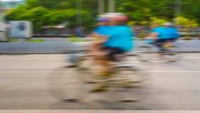 Tävlings- en cykelryttares slutare för långsamma hastighet Arkivbilder