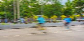 Tävlings- en cykelryttares slutare för långsamma hastighet Royaltyfri Fotografi