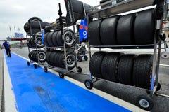 Tävlings- gummihjul och wheels in det Monza racespåret Arkivbilder