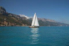 Tävlings- seglingyachter Arkivfoton