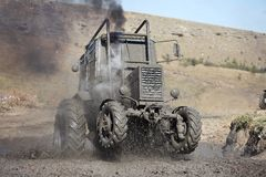 tävlings- traktor för mud Royaltyfria Bilder