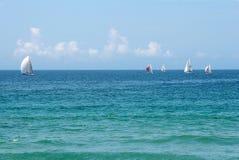 tävlings- yacht fotografering för bildbyråer