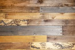 Tło - repurposed drewno deski few niezwykłego fractal błyskawicowego wysokiego woltażu Lichtenberg palenia drewnianych wzory obraz stock