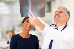 Tålmodig för medicinsk doktor arkivfoton