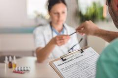 Tålmodig form för arkiveringssjukförsäkringreklamation arkivfoton