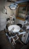 Tålmodiga väntningar längtar efter för tandläkaren Fotografering för Bildbyråer