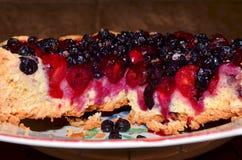 Tårta med bär Arkivbild