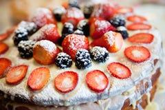 Tårta med bär Fotografering för Bildbyråer
