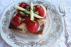 Tårta med jordgubbar Arkivbild