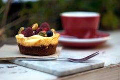 Tårta och kaffe Arkivfoto