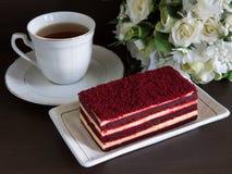 Tårta och tea Royaltyfria Bilder