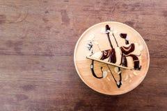 Tårta på träbakgrund Royaltyfria Foton