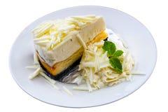 Tårta på vit Arkivbilder