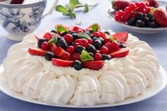 Tårta Pavlova. royaltyfri fotografi