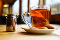 Tè al latte inglese nel Regno Unito immagine stock
