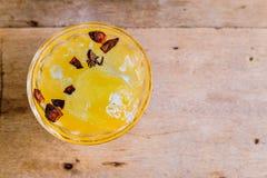 Tè arancione con cannella Fotografie Stock Libere da Diritti