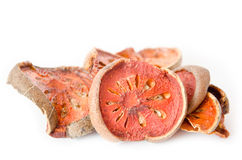 Tè asciutto della frutta di cotogno del bengala su fondo bianco Fotografia Stock Libera da Diritti