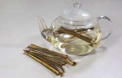 Tè bianco di Willow Bark Medical Tè dal primo piano di Willow Bark fotografie stock
