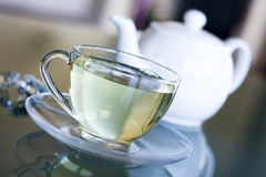Tè bianco in tazza trasparente Fotografia Stock