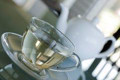 Tè bianco in tazza trasparente Immagine Stock