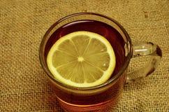 Tè caldo con il limone, la cannella ed il timo Fotografia Stock Libera da Diritti