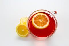 Tè caldo della frutta con le fette del limone Immagini Stock