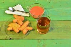 Tè caldo e Youtiao Cahkwe, Cakwe, Kueh, Kuay, ciambella cinese Fotografie Stock