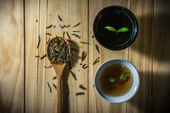 Tè caldo sulla tavola di legno Fotografia Stock
