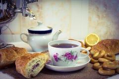 Tè che beve, tè della samovar fotografia stock libera da diritti