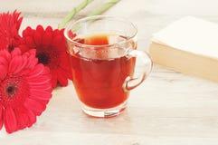 Tè con i bei fiori Fotografia Stock