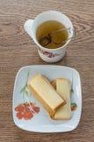 Tè con i cracker ed il formaggio Fotografia Stock Libera da Diritti