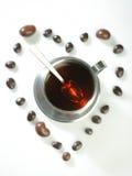 Tè con il fuoco dei confetti del cioccolato sulla tazza Fotografie Stock