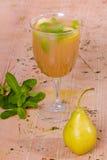 Tè con la pera e la menta Fotografie Stock
