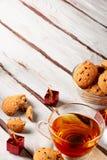 Tè con natale dei biscotti di pepita di cioccolato Fotografie Stock