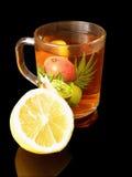 Tè con un limone Fotografia Stock