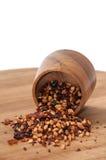 Tè crudo rovesciato della rosa canina sul bordo di legno Fotografia Stock Libera da Diritti