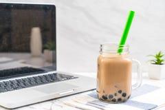 Tè del latte con la bolla fotografia stock