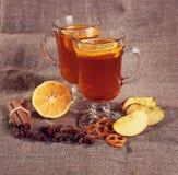 Tè della frutta con le spezie ed i biscotti Fotografie Stock
