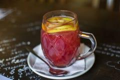 tè della mela della frutta con le arance Fotografie Stock
